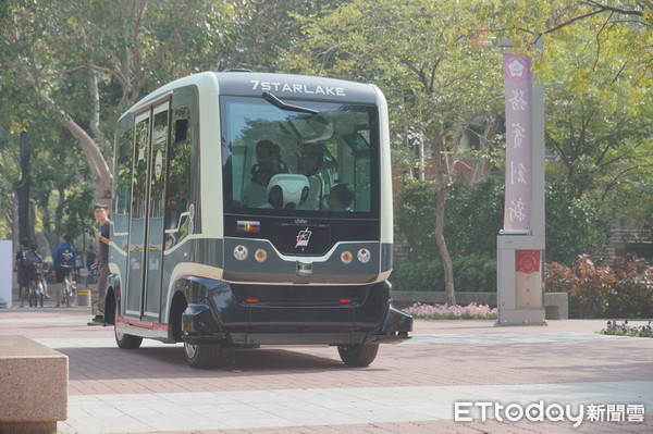 No one at the wheel - Taiwan tests driverless electric bus
